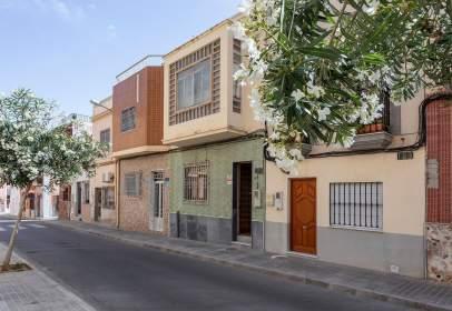 Casa pareada en calle Gran Capitán, nº 121
