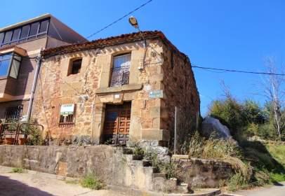 Casa adosada en calle de Miralrío, nº 67