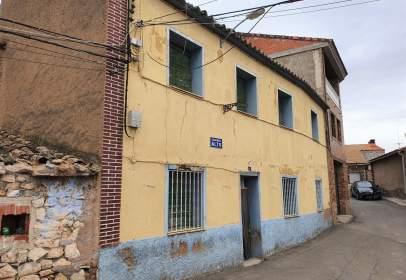 Casa aparellada a calle Barrio