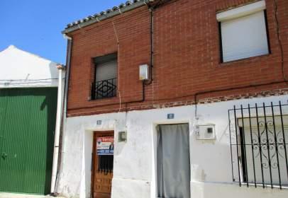 Casa pareada en calle Saliega, nº 10