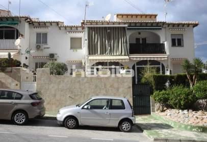 Casa pareada en Avenida Laguna Azul