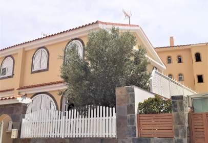 Terraced house in calle Calderón de La Barca
