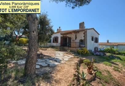 Casa adossada a Carrer de Joan Salvat-Papasseit, nº 5