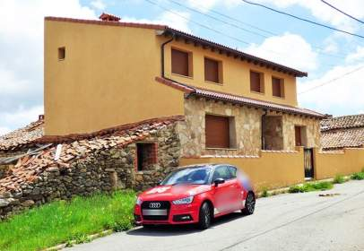 Casa pareada en calle Eras