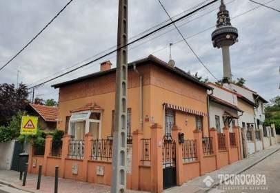 Casa pareada en calle Jorge Juan, cerca de Calle del Marqués de la Hermida