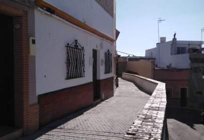 Casa aparellada a calle de la Puebla de Cazalla