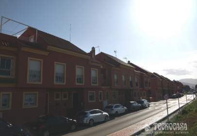 Casa adosada en Urbanización Las Perehnolas