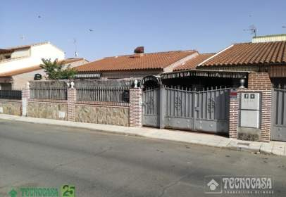 Casa adossada a calle Santo Domingo de Guzmán