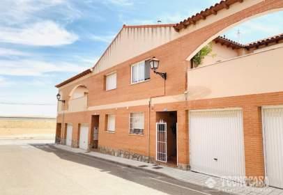 Casa adossada a calle Amapolas