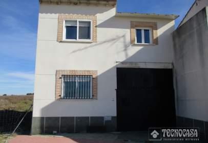 Casa aparellada a Avenida Pdte. Adolfo Suárez