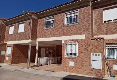 Casa adosada en calle Asturias