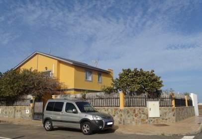 Casa pareada en calle de Noray