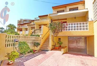 Casa adosada en calle Peru Del