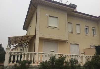 Casa pareada en calle Montserrat Roig