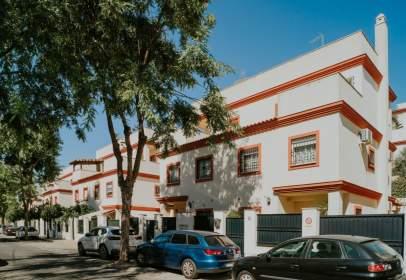 Casa pareada en calle Victoria de los Ángeles