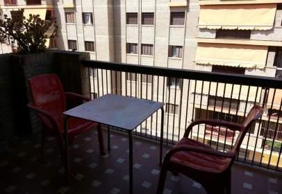Alquiler de pisos y apartamentos en san juli n distrito for Apartamentos de alquiler en sevilla capital