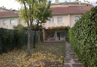 Casa adossada a calle Sakanpea, nº 27