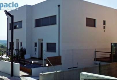 Casa pareada en calle Moura