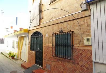 Casa adossada a calle Transversal de  Fragata