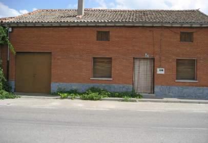 Casa adossada a Santiuste de San Juan Bautista