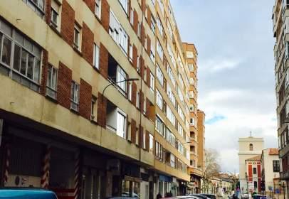 Flat in calle Esteban García Chico