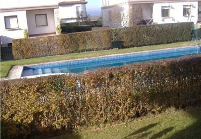 Casa aparellada a Travesía Mirasierra