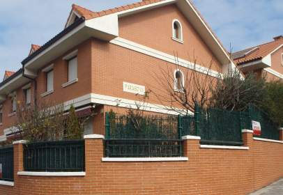 Paired house in Avenida España, nº 9