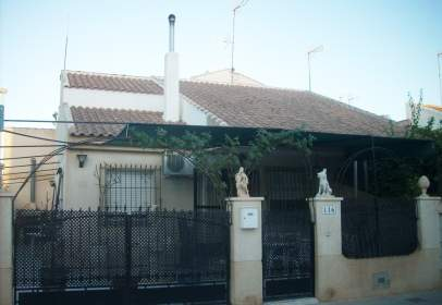 House in calle del Río Loira, near Calle del Río Sena