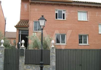 Casa pareada en calle Alcobendas, nº 2