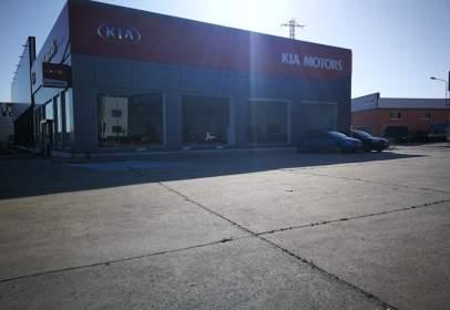 Commercial building in calle Carretera de Valladolid, nº 102