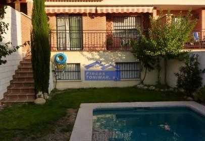Casa adosada en calle Felipe Fuertes