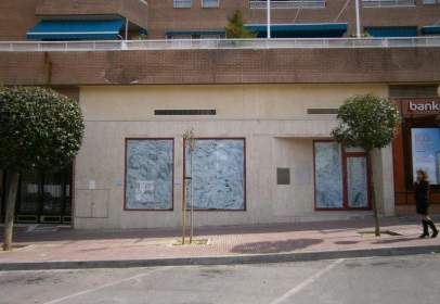 Commercial space in calle Maria de Zayas, nº 2-4