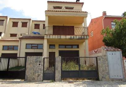 Chalet in calle L´Ombrio