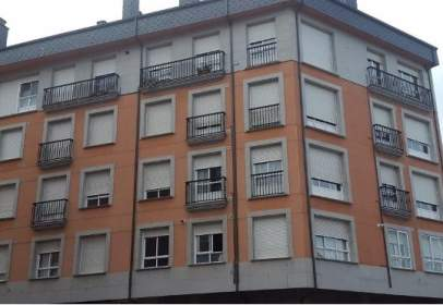 Pis a Avenida de Bierzo, prop de Calle de Vicente Risco