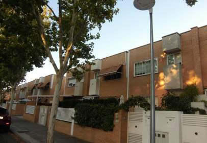 Terraced house in Recinto Ferial