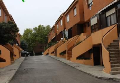 Casa adossada a Centro Urbano