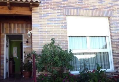 Casa adosada en Villasabariego