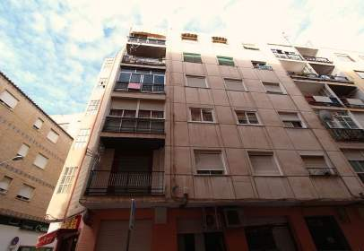 Flat in calle Jacinto Benavente, nº 1