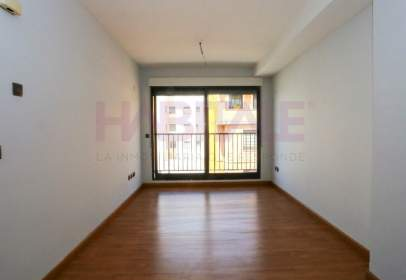 Flat in calle Maria Moliner, nº 5