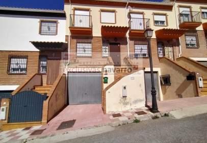 Casa adosada en calle de la Giralda, nº 12