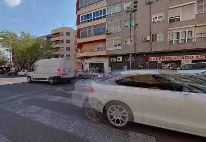 Pis a Avenida de Alfonso XIII, prop de Carrer del Doctor Castroviejo