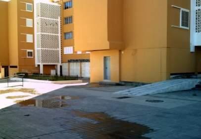 Local comercial en Avenida Luis Cernuda, nº 11