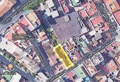 Terreno en calle Molino del Rosario