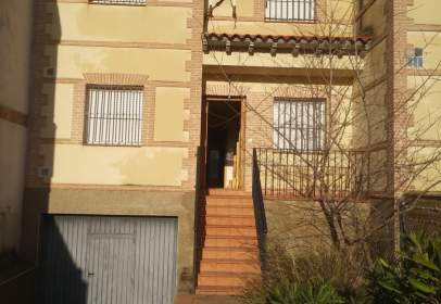 Casa adosada en Avenida Castilla La Mancha, nº 29