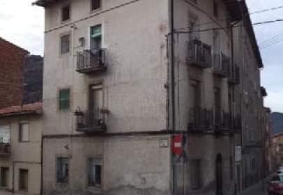 Flat in calle Olot, nº 44
