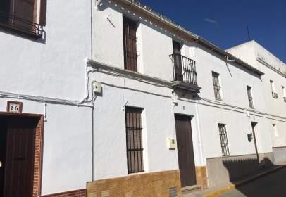 Casa adosada en calle Utrera