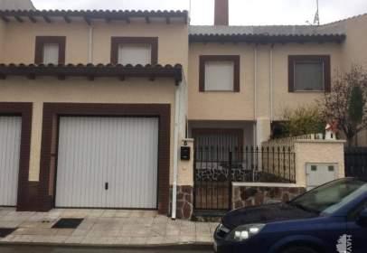 Casa adossada a calle del Embudo