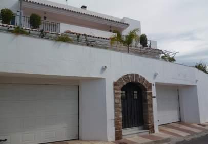 Chalet in Miraflores-La Patera
