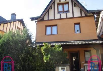 Casa adosada en Azadinos