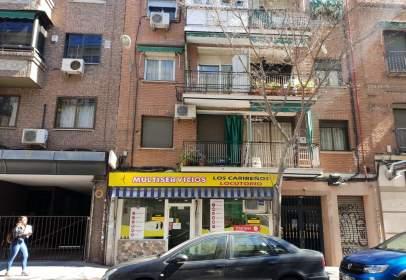 Local comercial a Muy Cerca de La calle Alcalá, Barrio Bien Consolidado.